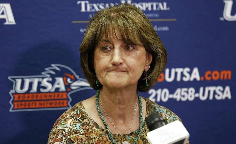 UTSA athletic director Lynn Hickey at press conference in 2016. Photo: Kin Man Hui /San Antonio Express-News / ©2016 San Antonio Express-News