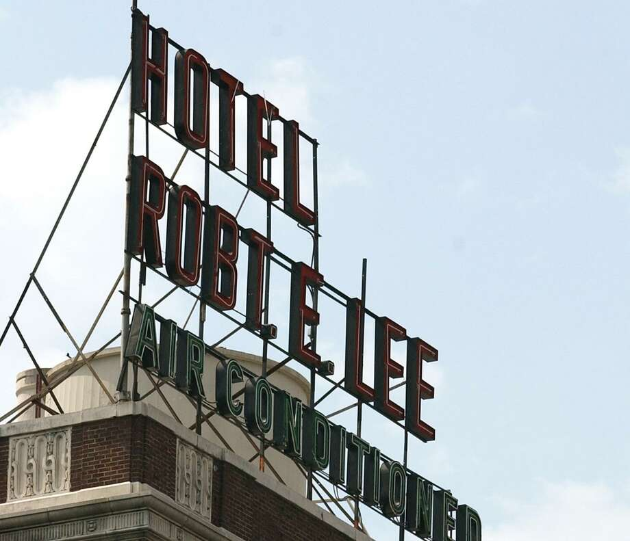 "The owner of the 10-story Robert E. Lee apartments is asking the city for permission to remove the Confederate commander's middle and last names, shortening the signs from ""Hotel Robt. E. Lee"" to ""Hotel Robt."" Photo: Bahram Mark Sobhani /San Antonio Express-News / San Antonio Express-News"