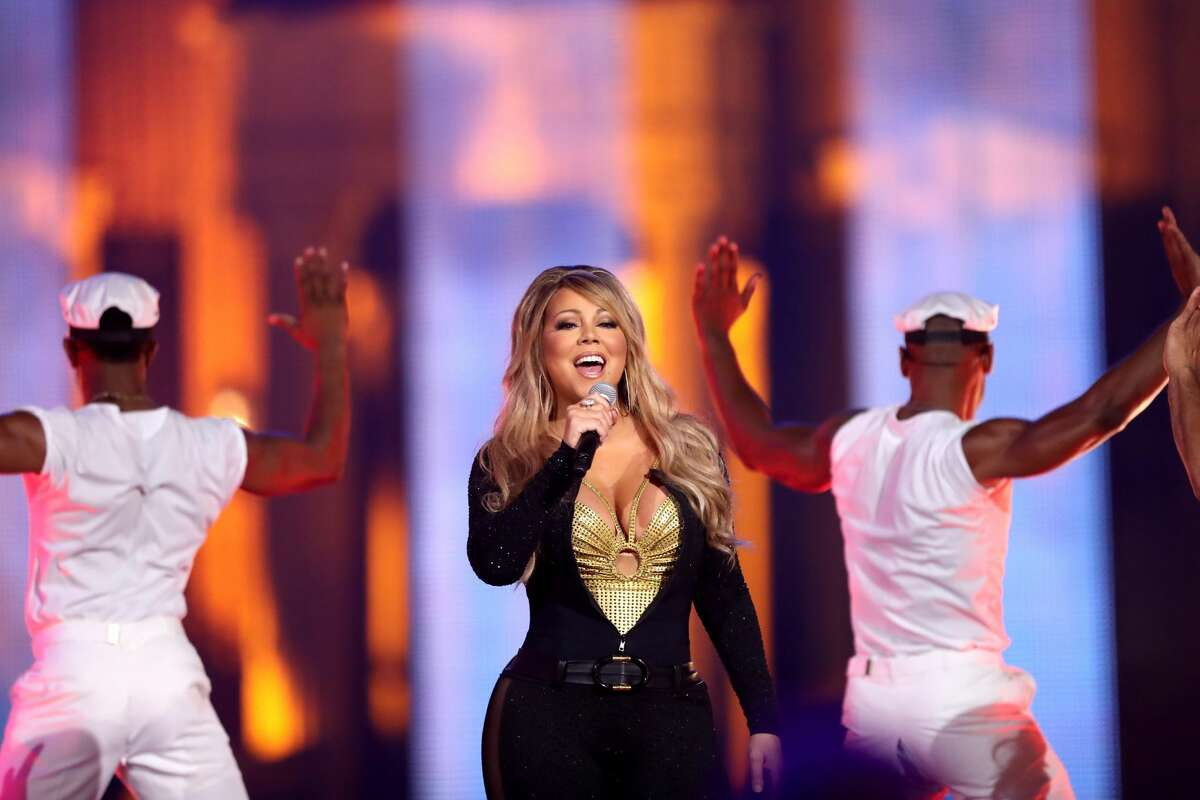 LOS ANGELES, CA - SEPTEMBER 17: Mariah Carey performs onstage during VH1 Hip Hop Honors: The 90s Game Changers at Paramount Studios on September 17, 2017 in Los Angeles, California. (Photo by Maury Phillips/Getty Images)