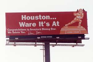 """12/13/1989 - To honor Andre Ware, the University of Houston's record-setting quarterback, Oilers quarterback Warren Moon unveiled a billboard Wednesday morning devoted to the Heisman Trophy winner. """"Houston ... Ware It's At,"""" reads the billboard at the intersection of the Gulf Freeway and Airport. """"Congratulations to America's Shining Star. We Salute You.""""  The billboard is signed, """"Warren Moon.'"""