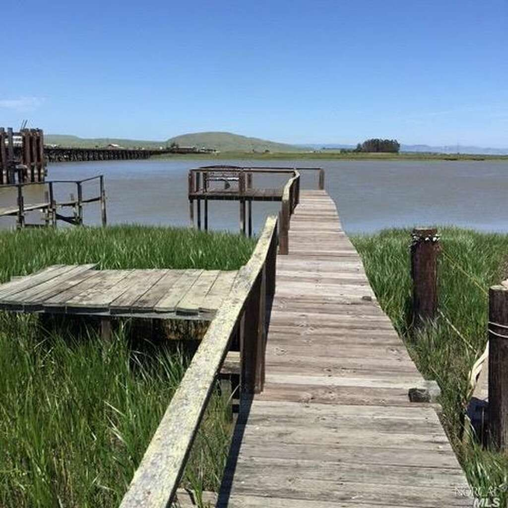 House hunters san francisco bay - A Fisherman S Cottage And Boat House In Novato S Blackpoint Area Sits Right On The Water And