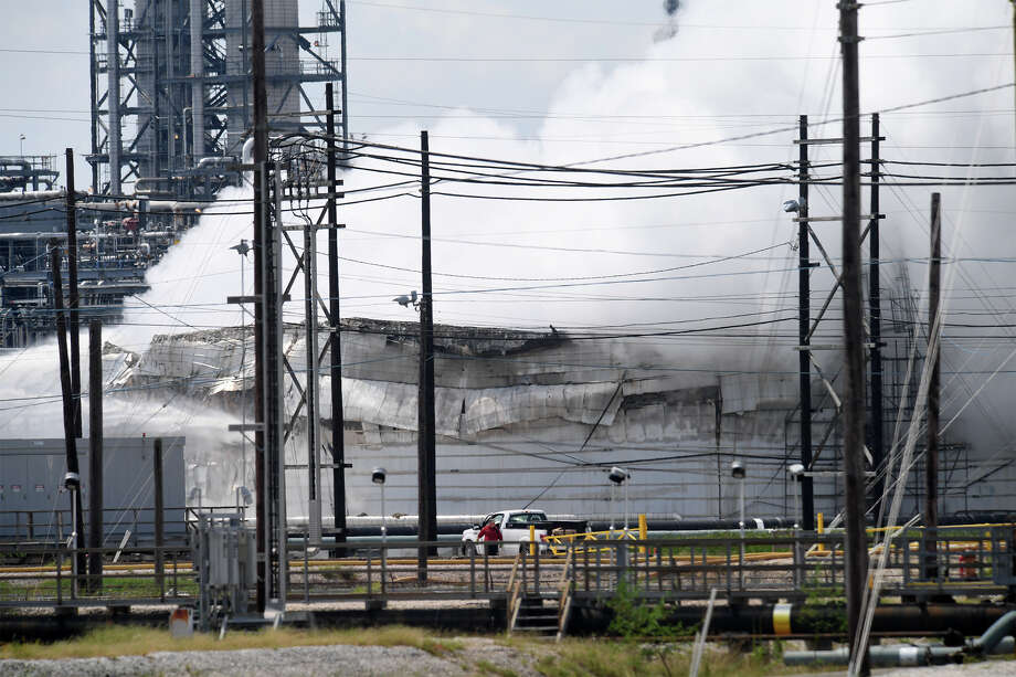 Smoke and fire rise from a heavy oil tank at Valero's Port Arthur facility on Wednesday. No injuries were reported in the incident. Area residents were asked to shelter in place by city officials. Photo taken Wednesday, September 19, 2017 Guiseppe Barranco/The Enterprise Photo: Guiseppe Barranco