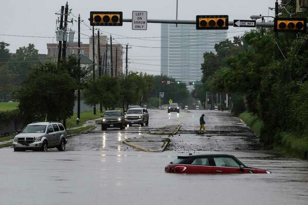 A car sits stranded in high water at Studemont Drive and Allen Parkway as Buffalo Bayou overflows its banks as Tropical Storm Harvey continues to dump rain across the region Tuesday, Aug. 29, 2017 in Houston. ( Michael Ciaglo / Houston Chronicle)
