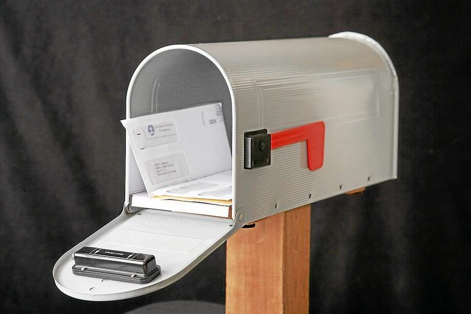 The Mail Chime transmitter on a curbside mailbox. Photo: Journal Register Co.