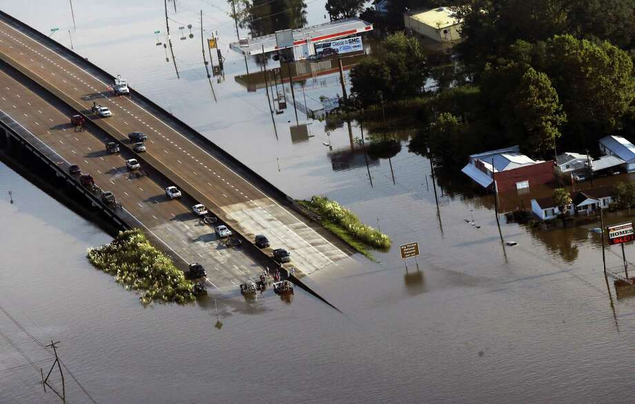 People launch boats from an overpass into floodwaters in the aftermath of Tropical Storm Harvey in Kountze, Texas, Thursday, Aug. 31, 2017. Photo: AP Photo/Gerald Herbert   / Copyright 2017 The Associated Press. All rights reserved.