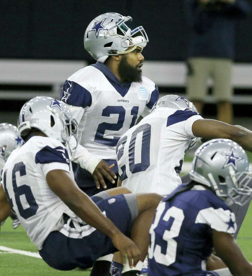Dallas Cowboys running back Ezekiel Elliott (21) warms up with teammates during an NFL football practice in Frisco, Texas on Sept. 7, 2017. Photo: AP Photo — LM Otero  / Copyright 2017 The Associated Press. All rights reserved.