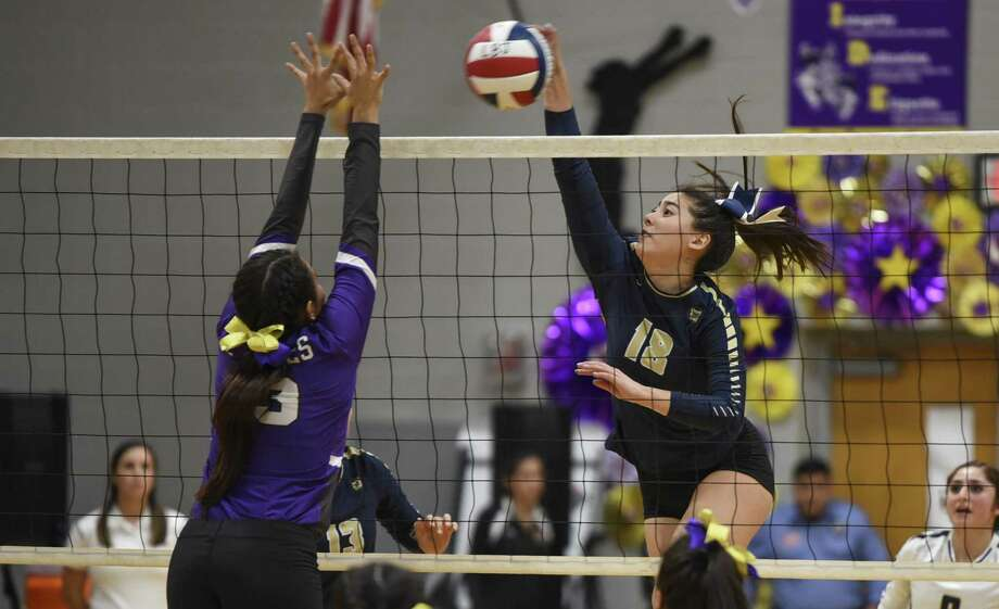 The Alexander High School Bulldogs play a volleyball match against the Lyndon B. Johnson High School Wolves on Tuesday, September 19, 2017 at LBJ High School. Photo: Danny Zaragoza /Laredo Morning Times File