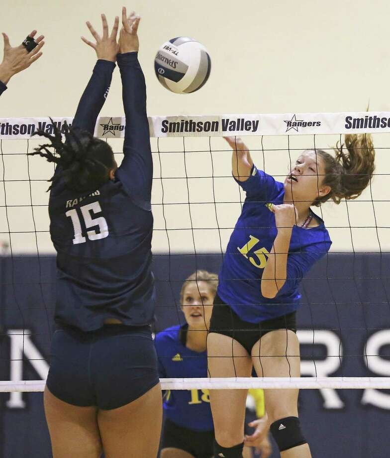 Shelby O'Neal gets a shot for Clemens to go past the Ranger's Tanyse Moehrig as Smithson Valley hosts Clemens in volleyball on September 19, 2017. Photo: Tom Reel, Staff / San Antonio Express-News / 2017 SAN ANTONIO EXPRESS-NEWS