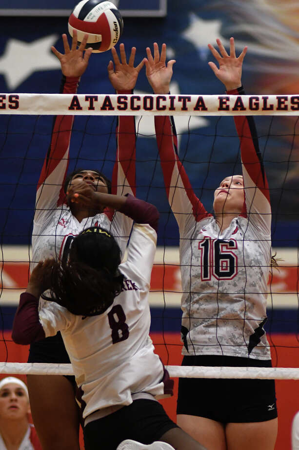 Atascocita senior setter JaNay Wooten, top left, and senior middle blocker Nicole Hoyme (16) team up for a block against Summer Creek junior Amiya Matthews (8) during their district matchup at AHS on Sept. 19, 2017. (Photo by Jerry Baker/Freelance) Photo: Jerry Baker, Freelance / Freelance