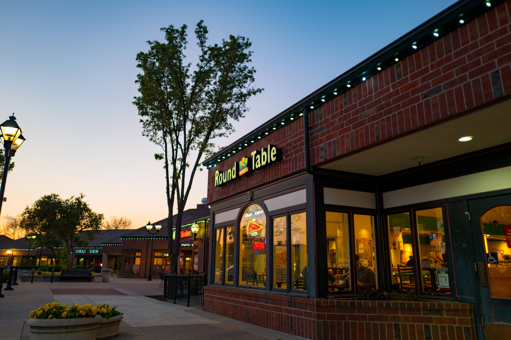 Bay Area s Round Table Pizza chain acquired by franchise group