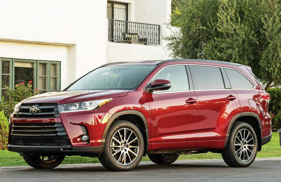 New for 2017 is the Toyota Highlander SE model, which comes only with all-wheel drive and a new 295-horsepower V-6 engine, connected to a new eight-speed automatic transmission. Photo: Toyota Motor Sales U.S.A. / dewhurstphoto