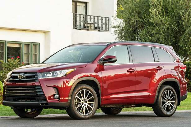 New for 2017 is the Toyota Highlander SE model, which comes only with all-wheel drive and a new 295-horsepower V-6 engine, connected to a new eight-speed automatic transmission.