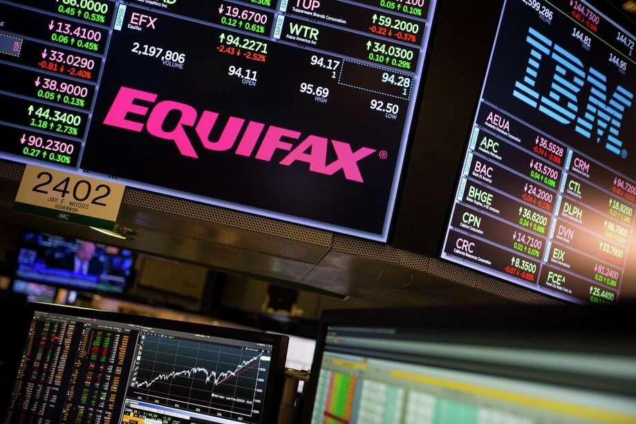 A monitor displays Equifax Inc. signage on the floor of the New York Stock Exchange (NYSE) in New York, U.S., on Friday, Sept. 15. Photo: Michael Nagle /Bloomberg / © 2017 Bloomberg Finance LP