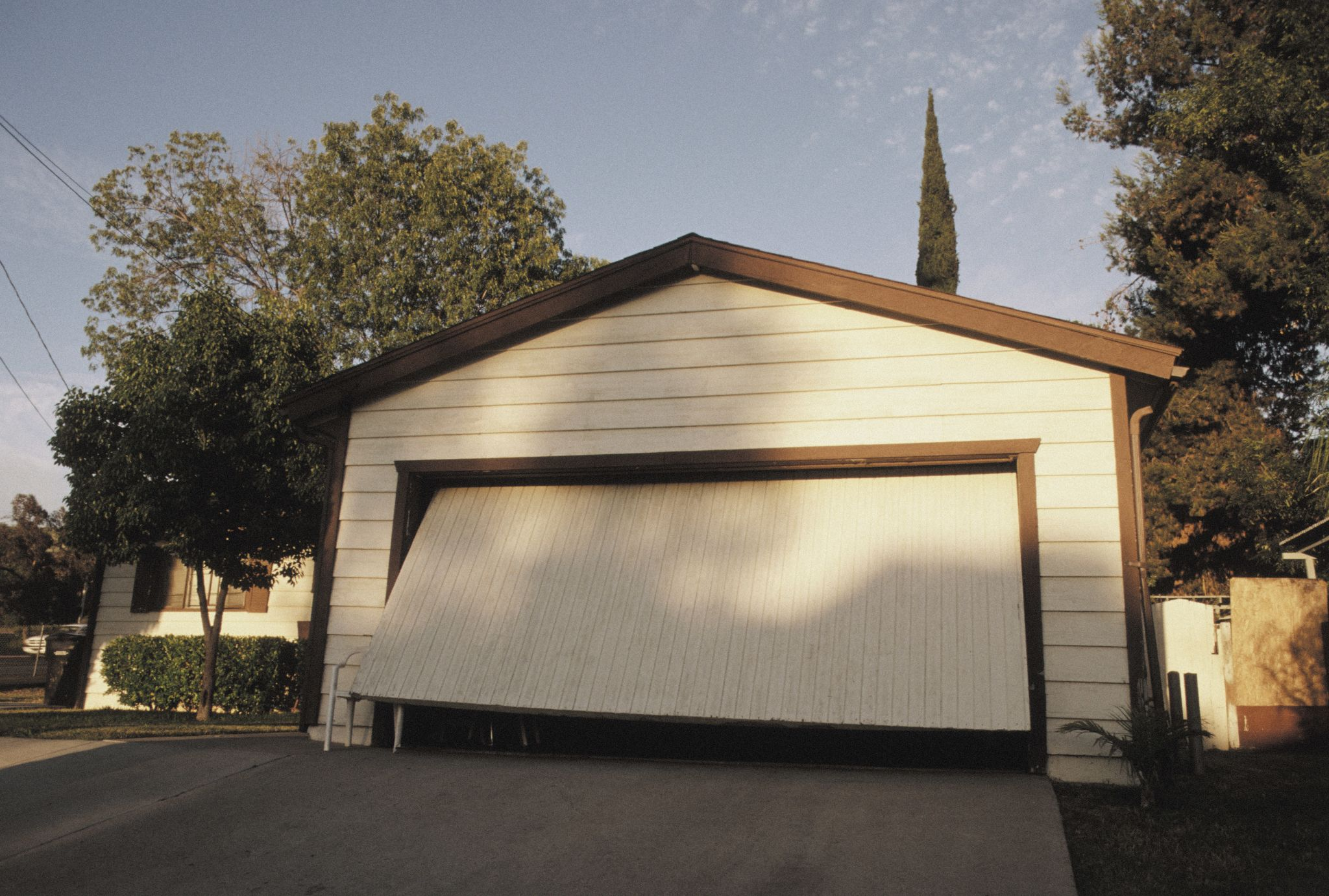 Hoa garage door policy draws auburn residents ire sfgate rubansaba