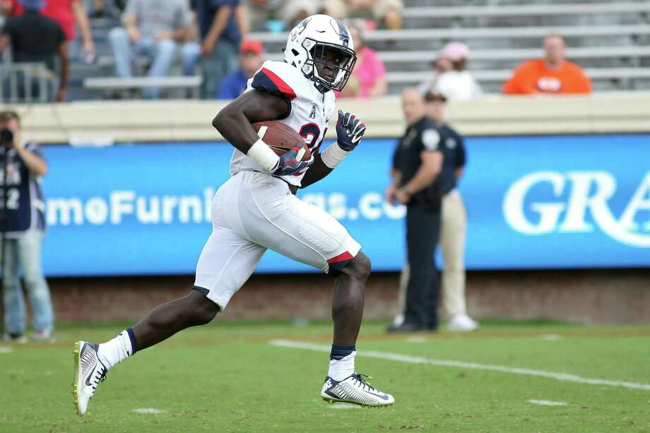 UConn running back Kevin Mensah scores a touchdown against Virginia last week in Charlottesville, Va. Photo: Ryan M. Kelly / Getty Images / 2017 Getty Images