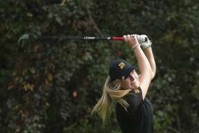 Dow's Alexis Carras competes on Wednesday, September 20, 2017 at Currie Golf Course. (Katy Kildee/kkildee@mdn.net)