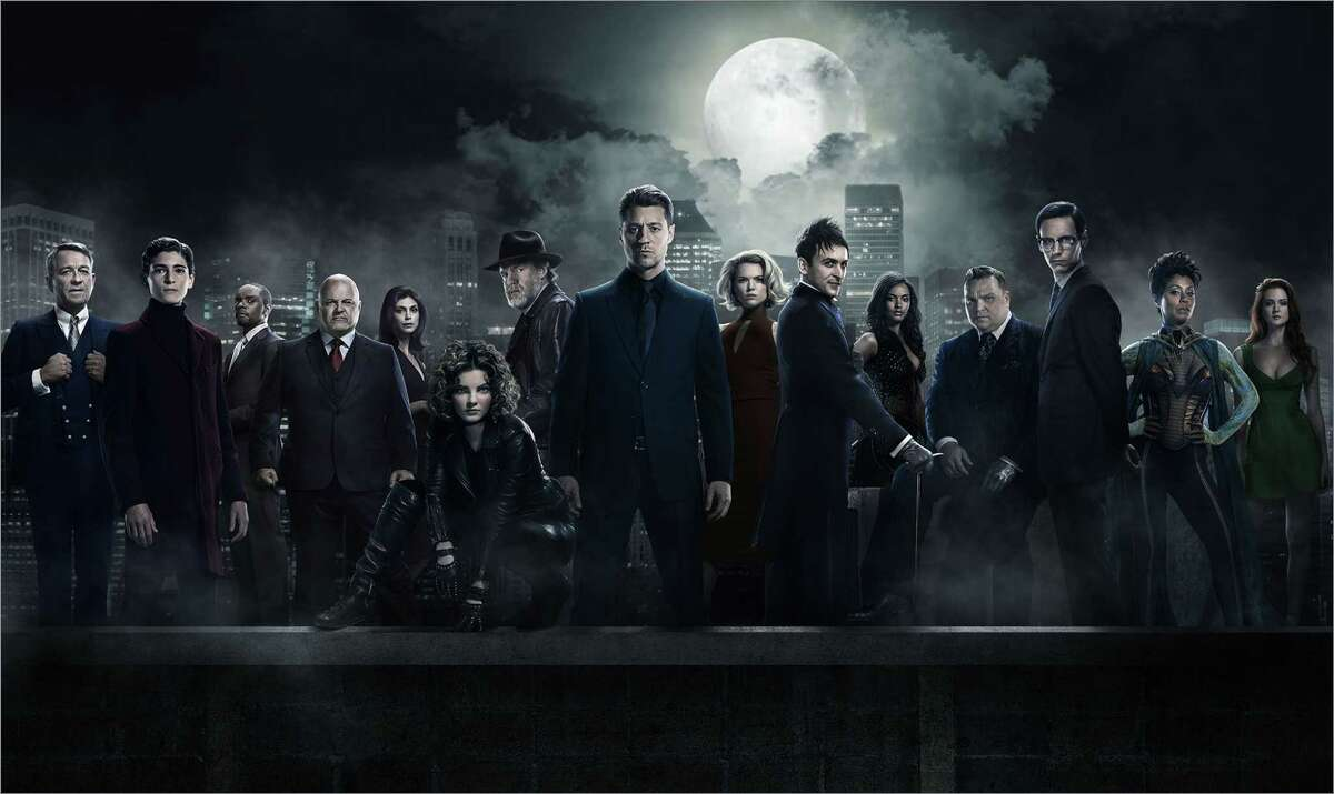 GOTHAM: L-R: Sean Pertwee, David Mazouz, Chris Chalk, Michael Chiklis, Morena Baccarin, Camren Bicondova, Ben McKenzie, Erin Richards, Robin Lord Taylor, Jessica Lucas, Drew Powell, Cory Michael Smith Jada Pinkett Smith and Maggie Geha. Season 2 of GOTHAM premieres Monday, Sept. 19 (8:00-9:00 PM ET/PT) on FOX. ©2016 Fox Broadcasting Co. Cr: FOX