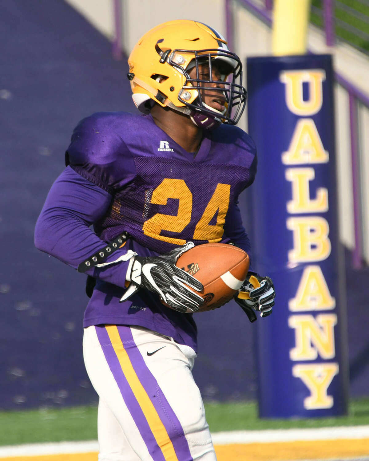 UAlbany's Elijah Ibitokun-Hanks rushed for 63 yards and a touchdown in his season debut on Saturday. (Lori Van Buren/Times Union)