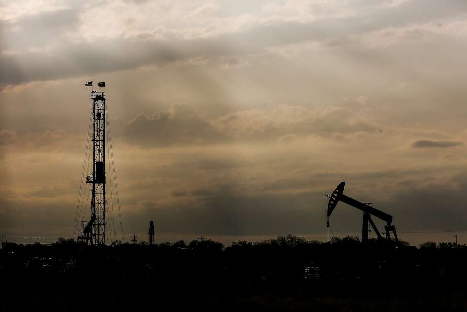 Midland County lost two rigs for a total of 62, and Reeves – the Permian's most active county – has 82 rigs, an increase of five.  Photo: Michael Ciaglo, Houston Chronicle