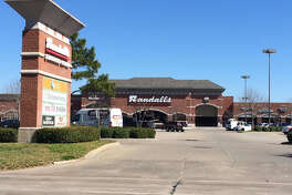 J.L. Property has purchased Highland Knolls Shopping Center, a 89,000-square-foot center formerly anchored by Randalls at the northeast corner of Mason Road and Highland Knolls Drive in Katy. Kristen Barker and Wes Miller with Wulfe & Co. represented the seller, Revesco Properties at Highland Knolls.
