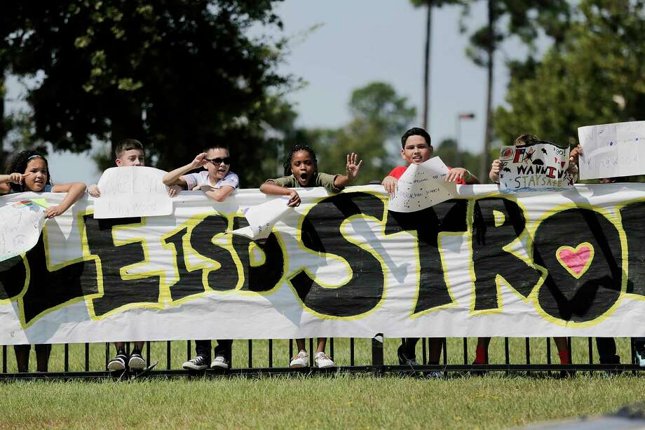 Students from Lakeshore Elementary School line up outside their school with signs to greet students that have been displaced by Harvey on the first day of school, on Monday, Sept. 11, 2017. ( Elizabeth Conley / Houston Chronicle ) Photo: Elizabeth Conley, Staff / Internal