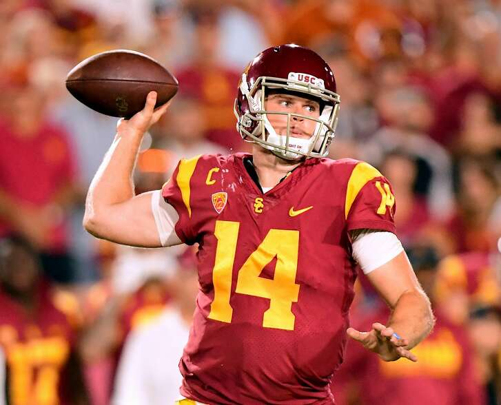 LOS ANGELES, CA - SEPTEMBER 16:  Sam Darnold #14 of the USC Trojans makes a pass during the fourth quarter against the Texas Longhorns at Los Angeles Memorial Coliseum on September 16, 2017 in Los Angeles, California.  (Photo by Harry How/Getty Images)
