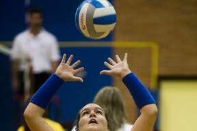 Midland's Alexandria McMath sets the ball during Dow's game against Saginaw High on Thursday, September 21, 2017 at Midland High School. (Katy Kildee/kkildee@mdn.net)