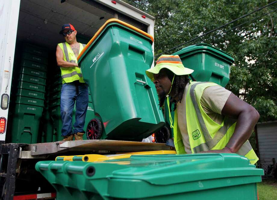 Doug Wilford helps unload new Waste Management issued trash and recyle bins on Mill Avenue, Thursday, Sept. 21, 2017, in Conroe. The Conroe City Council voted in April to not renew the city's contract with long-time provider Republic Services Inc. Photo: Jason Fochtman, Staff Photographer / © 2017 Houston Chronicle