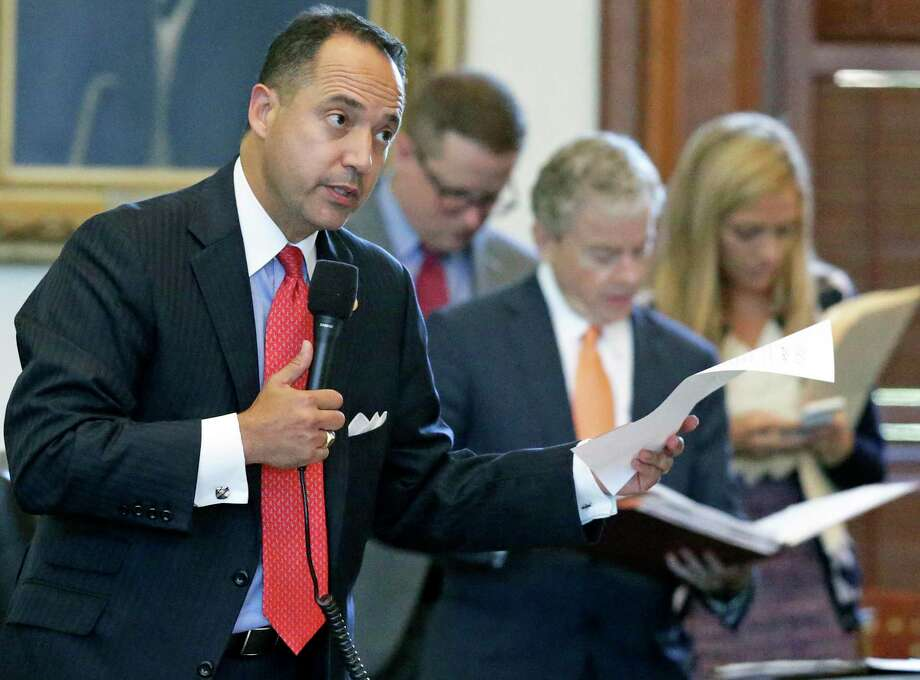 Despite having two Senate bills die in committee, Sen. José Menéndez seems to be the only one concerned about appropriate pay for state employees. Photo: Tom Reel /San Antonio Express-News / 2017 SAN ANTONIO EXPRESS-NEWS