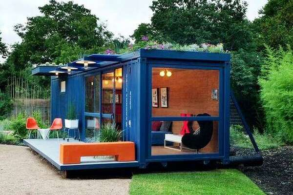 2010 Homes Tour: A Southtown guesthouse in a shipping container designed by Jim Poteet, AIA, Poteet Architects.