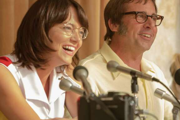 """Emma Stone as """"Billie Jean King"""" and  Steve Carell as """"Bobby Riggs"""" in BATTLE OF THE SEXES. Photo by Melinda Sue Gordon. Â 2016 Twentieth Century Fox Film Corporation All Rights Reserved"""