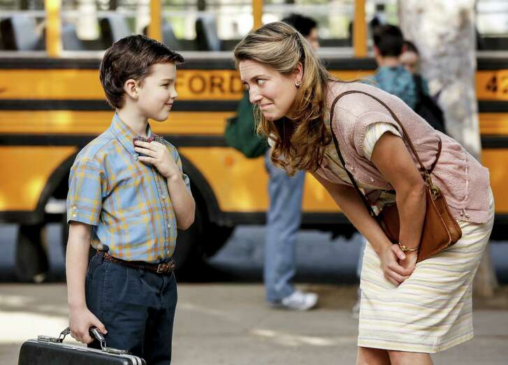 There's a good reason why Zoe Perry, who plays 'Young Sheldon's' mom Mary Coopers, bears such a strong resemblance to Laurie Metcalf who portrays the older Mary in 'The Big Bang Theory': They're daughter and mother in real life.