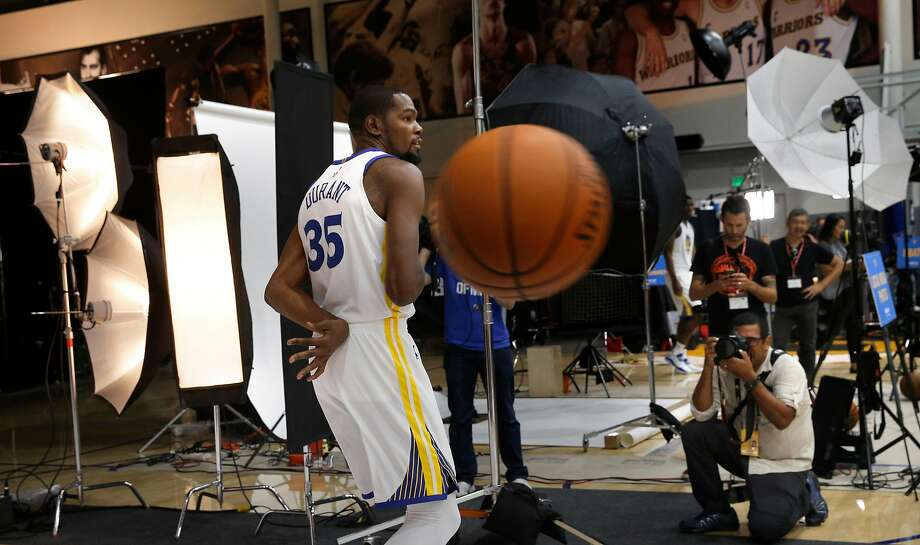 Warriors'  Kevin Durant makes his way around the facility during 2017 media day for the NBA's Golden State Warriors in Oakland, Ca., on Friday September 22,  2017. Photo: Michael Macor, The Chronicle