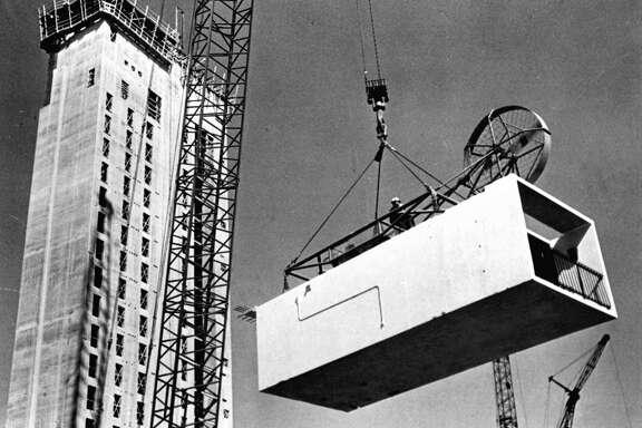 Crews lift a prefabricated room to stack it onto the Hilton Palacio del Rio in 1967.