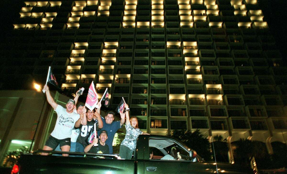 Hilton Palacio's Spurs-themed light display The downtown hotel first created the patio light ode to the Spurs during the 1999 Playoffs run. They haven't missed an opportunity to shine a light -- or many -- for the team since.
