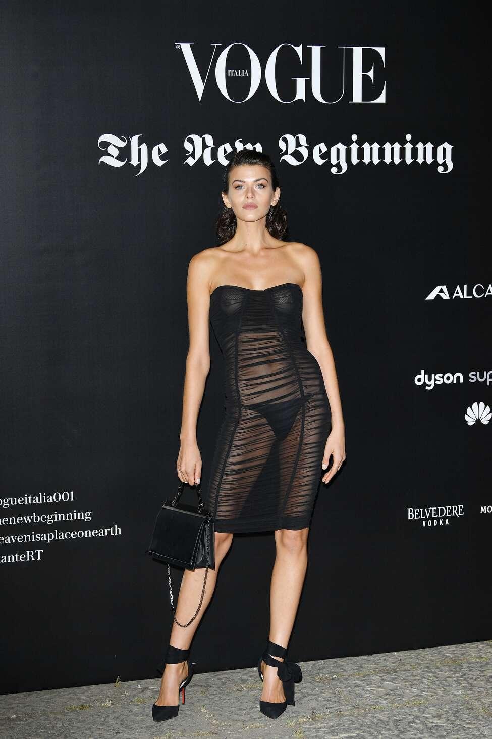 Georgia Fowler stuns crowds at Milan Fashion Week | Daily