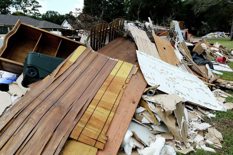 How should we make level-headed decisions about what to do with a flooded house? Photo: Ryan Pelham, Ryan Pelham/The Enterprise / ©2017 The Beaumont Enterprise/Ryan Pelham
