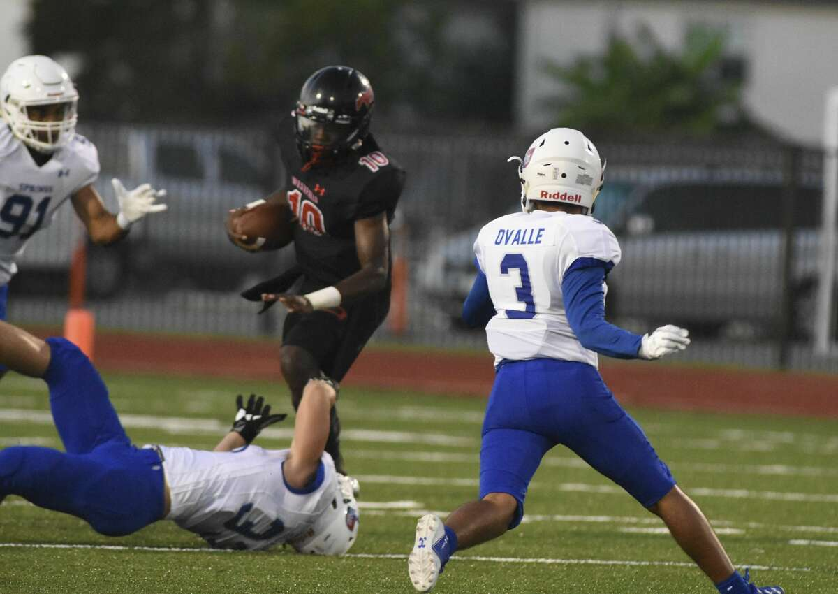 Westfield QB #10 Terrance Gipson runs for 20 and 30 yard runs back to back.