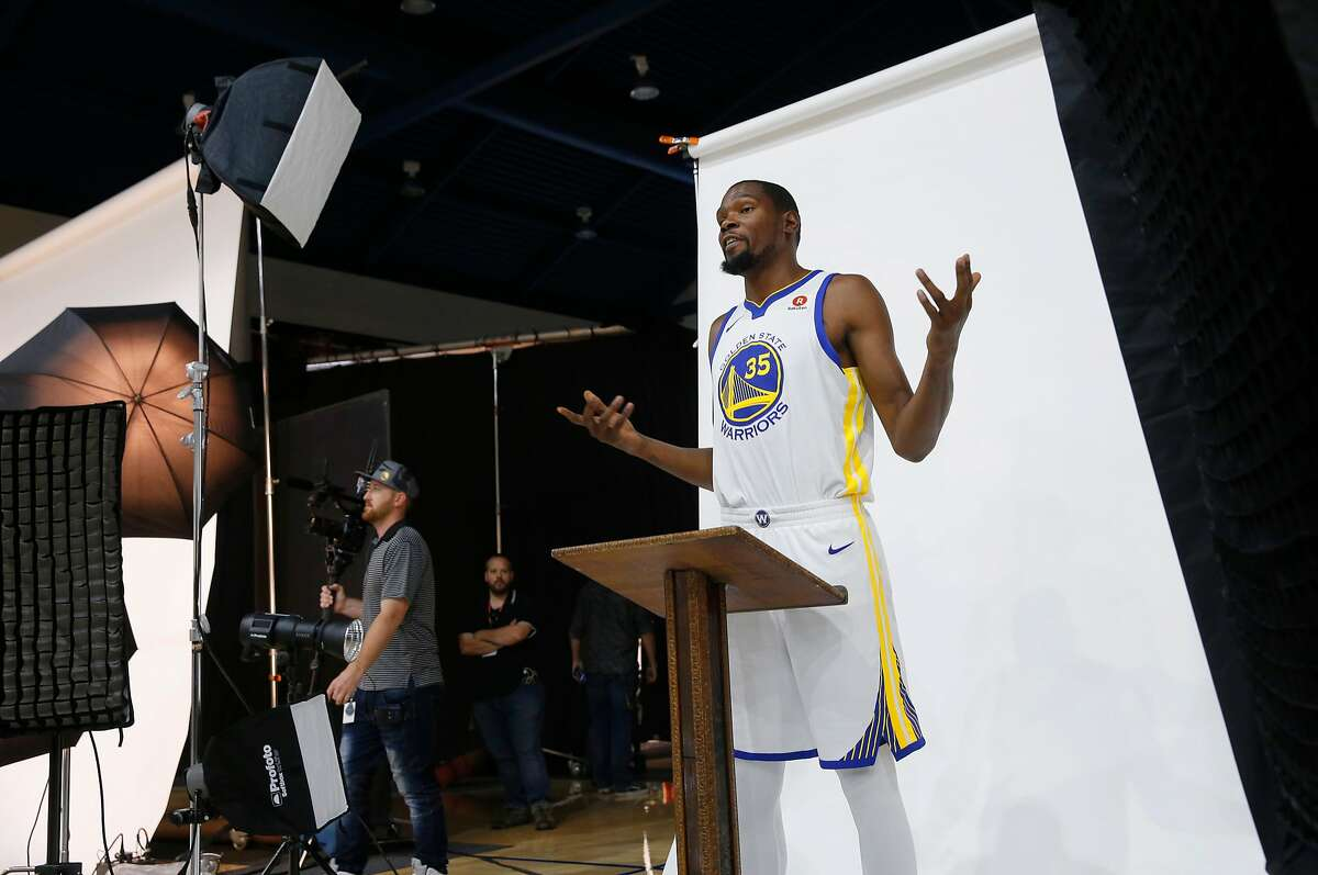 Warriors' Kevin Durant makes his way around the facility during 2017 media day for the NBA's Golden State Warriors in Oakland, Ca., on Friday September 22, 2017.
