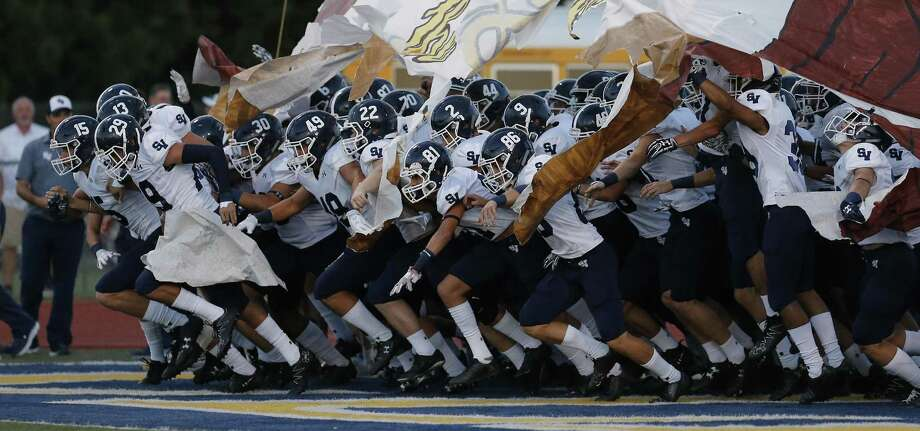 The Smithson Valley Rangers take the field against Steele in high school football at Lenhoff Stadium on Friday, Sept. 22, 2017. Photo: Kin Man Hui /San Antonio Express-News / ©2017 San Antonio Express-News