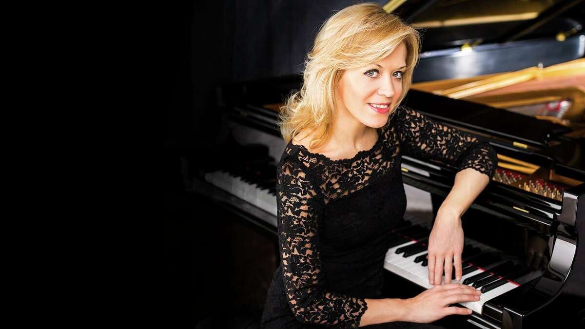 Pianist Olga Kern performed an all-Russian program with the San Antonio Symphony in front of more than 1,100 people at the Tobin Center for the Performing Arts on Friday.