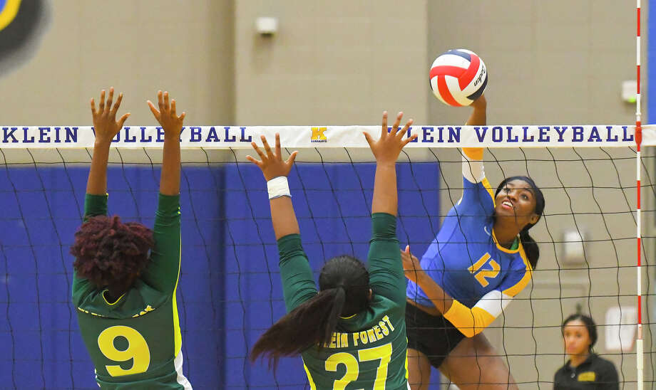 Klein Volleyball defeated Klein Forest in straight sets, the 10th straight set the Bearkats have won since returning to play post-Harvey. The hurricane forced the team to rest and recuperate, whether the players wanted to or not, and the benefits are already apparent, says head coach Kate Key. Klein is firmly in the hunt for the district title, and may still be improving. Photo: Tony Gaines / HCN