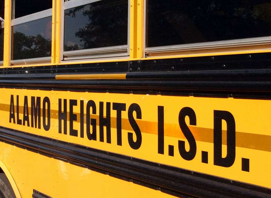A school bus leaves Alamo Heights Junior High School in this 2004 file photo. A former coach at the school has lost her sexual harassment discrimination lawsuit against Alamo Heights ISD because she couldn't prove that the female co-worker who allegedly harassed her was gay.  (Robert McLeroy/Staff) Photo: ROBERT MCLEROY /SAN ANTONIO EXPRESS-NEWS / SAN ANTONIO EXPRESS-NEWS