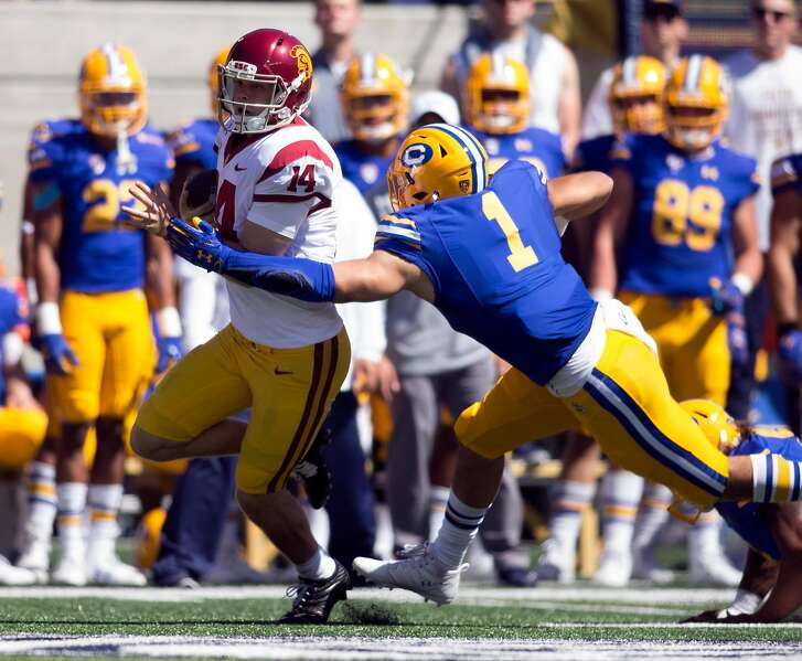 California�s Devante Downs (1) pursues Southern California quarterback Sam Darnold (14) during the first quarter of a NCAA football game, on Saturday, Sept. 23, 2017 in Berkeley, Calif.