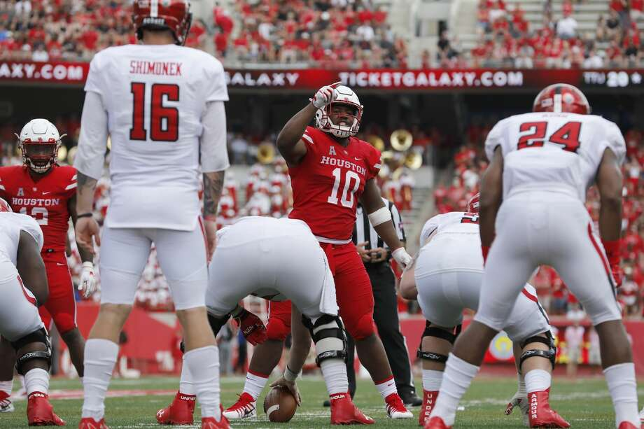 Houston Cougars defensive tackle Ed Oliver (10) signals from the line of scrimmage in the third quarter during the NCAA football game between the Texas Tech Red Raiders and the Houston Cougars at TDECU Stadium in Houston, TX on Saturday, September 23, 2017. Photo: Tim Warner/For The Chronicle