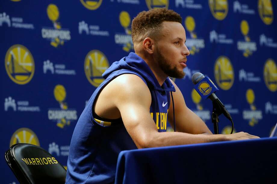 "President Trump rescinded NBA star Stephen Curry's White House invitation, a series of tweets that quickly inflamed football and basketball stars and even prompted LeBron James to call the president a ""bum."" Photo: Michael Macor, The Chronicle"