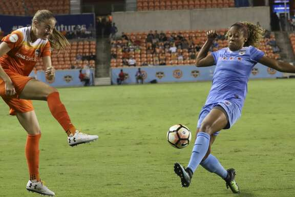 Chicago Red Stars defender Casey Short (6) tries to stop a pass from Houston Dash forward Janine Beckie (16) to the middle during the second half of the game at BBVA Compass Stadium Saturday, Sept. 23, 2017, in Houston. ( Yi-Chin Lee / Houston Chronicle )