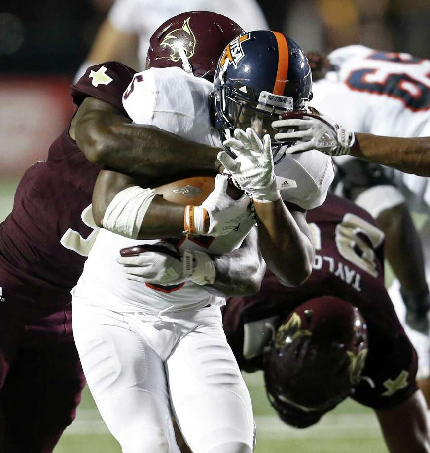 UTSA Roadrunners running back Jalen Rhodes (5) looks for room around Texas State Bobcats defenders during first half action Saturday Sept. 23, 2017 at Bobcat Stadium in San Marcos. Photo: Edward A. Ornelas /San Antonio Express-News / © 2017 San Antonio Express-News
