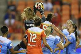 Chicago Red Stars goalkeeper Alyssa Naeher (1) beats Houston Dash defender Cari Roccaro (5) for the Dash's corner ball during the first half of the game at BBVA Compass Stadium Saturday, Sept. 23, 2017, in Houston. ( Yi-Chin Lee / Houston Chronicle )