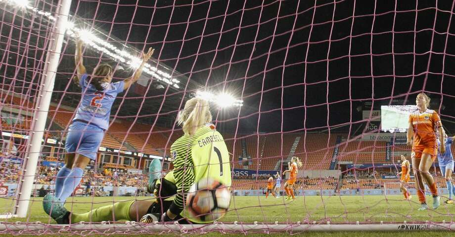 Chicago Red Stars forward Jen Hoy (2) celebrates her goal against Houston Dash during the first half of the game at BBVA Compass Stadium Saturday, Sept. 23, 2017, in Houston. ( Yi-Chin Lee / Houston Chronicle ) Photo: Yi-Chin Lee/Houston Chronicle